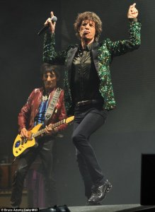 http://www.dailymail.co.uk/tvshowbiz/article-2351715/Glastonbury-Festival-2013-The-Rolling-Stones-make-debut-Glastonbury-festival.html