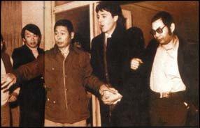 Лишь бы  не повторил0ся как 16 января 1980 года, кады  в Токийском Международном Аэропорту, Маккартни был арестован таможенниками, после того, как они нашли в его чемоданах два пластиковых пакета с 219 граммами марихуаны.