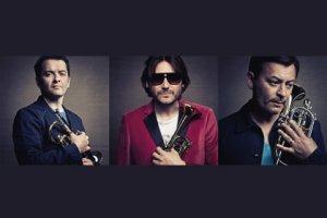 Валлийская группа Manic Street Preachers выпустила второй сингл со своего нового альбома «Rewind The Film». Песня под названием «Show Me The Wonder» опубликована на официальном сайте группы. Первый сингл с альбома «Rewind The Film» появился в начале июля, песня, давшая альбому название, сопровождалась видеоклипом.