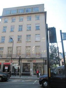 Они видимо спутали...На бейкер-стрит в 60-хх Битлз открыли бутик  Apple