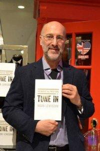 Писатель Марк Льюисон представил в Нью-Йорке свой первый том битловской энциклопедии, сообщает    Examiner .   Книга, как сообщалось  ранее , называется Tune In.