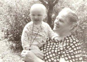 А эта самая любимая)) Такой я тут смишной, гг)) С прабабушкой