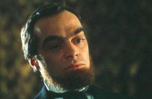 - Берримор, ваша жена всю ночь плакала. Вы что, плохо с ней обошлись?