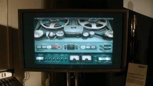а теперь отдел софтвера студии разрабатывает цифровые плагины, имитирующие работу старого оборудования