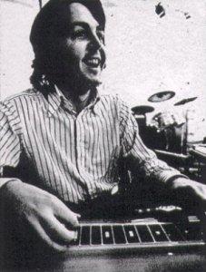 * Пол в студии.