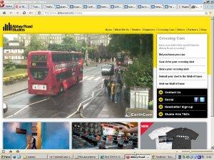Паук заплетает камеру на перекрёстке! http://www.abbeyroad.com/crossing