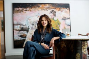 Фото: Doreen Remen in her art-filled New York home Julie Glassberg for The Wall Street Journal.