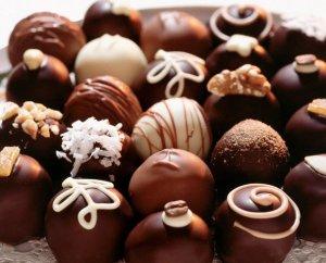 Но лучше: всем конфеты и не будем о грустном. )))
