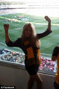 Бывшая жена Маккартни разделась на матче по австралийскому футболу