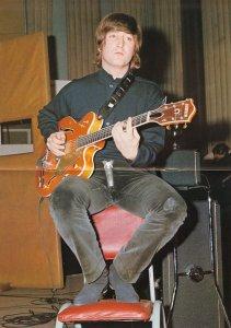 серийный номер 53940. Леннон подарил эту гитару своему кузину Дэвиду Бирчу, когда тот гостил у Джона.