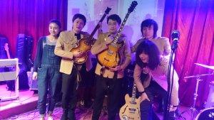 Ну, это не единственная группа в Пекине, которая играет Битлз. Вот, к примеру, чисто китайский аналог:)
