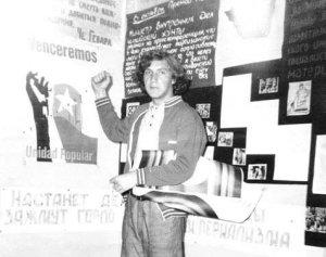 это я на фоне отчасти своего творчества  сентябрь  1973 ДК МГУ