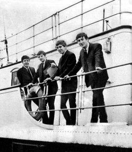 Обнародована информация о неизвестном концерте Битлз на борту суперавианосца США