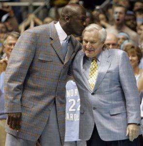 Вчера умер Дин Смит. Баскетбольный тренер, воспитавший целую плеяду звёзд.