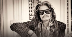 Steven Tyler to Sign w/ Big Machine & Release a Country Record