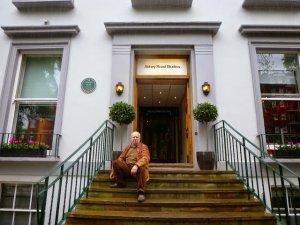 ...и я здесь был в октябре того года...2 дня проторчал на Abbey road.....волшебное место...наша Битломанская Мекка!Wish you were here!