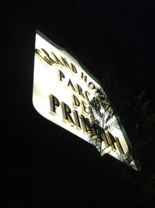 .. и решил я навострить лыжи к отелю, где после концерта встретились Пол Маккартни и Ноэл Кауард.