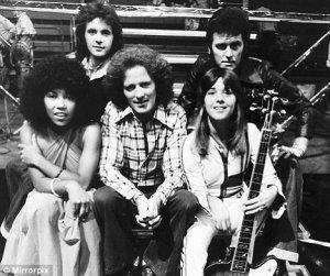 Linda with Albert O'Sullivan, Suzi Quatro, David Essex and Alvin Stardust on TV show Supersonic in 1975