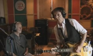 Клаус Ворман с Полом Маккартни в студии
