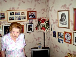 Очень позитивная бабушка была...