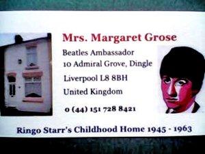 Всегда просила посещающих написать что-нибудь в своём альбоме, а потом дарила вот такую симпатичную визитку...