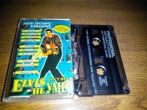 Немного трешачка. Эту кассету я купил летом 1997, в 20 годовщину смерти Короля, и с прискорбием окончательно убедился, что Элвис всё-таки умер. Слушал я её два раза. Первый в день покупки, второй - спустя некоторое время, чтобы убедиться, может чего не догнал за первым разом.