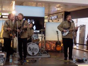 В мае этого года в Кельне выступала немецкая трибьют-группа из Брауншвайга The Beatles Connection . Ребята играли репертуар до 1966 , одеты были в китель Неру, используют аутентичные инстументы. Имеется у них и один концертный СД. Проходил концерт в торговом ценре, там же была и выставка о Битлз: костюмы от Дуги Миллингса ,  его выкройки, битловские сапоги и прочее. Вот несколько фото:
