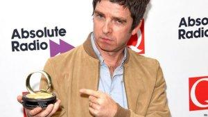 Победитель Q awards 2015 в номинации лучший альбом: Chasing Yesterday сольного проекта Ноэля Галлахера Noel Gallagher's High Flying Birds.