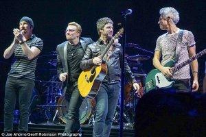 26 октября выступил с U2