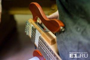 Трэвэл-гитары существуют давно. Акцент ставится на то, что гитара стала оркестром!!!