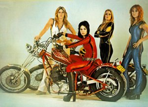 Вот девицы The Runaways, в составе которых были Джоан Джетт и Лита Форд. Они записали Eight Days a Week на альбоме And Now... The Runaways.