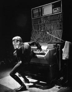 Герой моего тинейджерства, альбом Trilogy был заслушан до дыр. И, да, Emerson, Lake & Palmer были первым коллективом, который я признал после The Beatles.