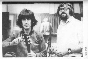 * Полный вариант снимка 1968 года (очень похоже на период сотрудничества Джорджа с Джеки Ломаксом, а именно на период их поездки для студийных сессий в Штаты) - http://www.beatles.ru/postman/forum_messages.asp?msg_id=24166&cfrom=2&showtype=0&cpage=5#2470588