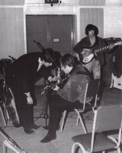 Обилие объяснений по аккордам, которые дает Пол - свидетельство его авторства песни.