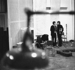 Бэк-вокал в Мишелле - тройной. Тогда Пол и Джон делают черновой набросок гармонии, которая в песне играет важнейшую роль.
