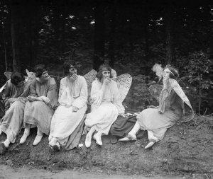 Та самая фотография 1928 года, с которой нарисовал обложку Lynn Curlee.