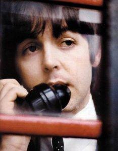 Битый час пытаюсь дозвониться Полу, - не отвечает... Вот здорово бы было, если бы я знал номер его телефона...