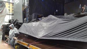 Берген. С утра дождь. После обеда - дождь. Саундчек прошёл под дождём. Ожидание концерта пршло под дождём разной интенсивности. Но он таки закончился. Вопрос: когда?