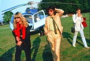 Джимми Пейдж, основатель рок-группы Led Zeppelin, доставлен в Knebworth 11 августа 1979 года с помощью вертолёта AS350