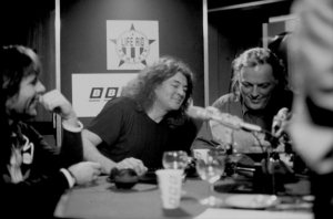 30 ноября 1989 года русская служба Би-Би-Си провела прямую часовую передачу куда были приглашены три легендарных рокера: Ян Гиллан, Дэйв Гилмор и Брюс Дикинсон. Меломаны СССР с 21.05 до 22.00 могли напрямую задавать вопросы своим кумирам.