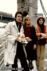 * Members of the band Wings eating fish and chips on the river Thames. (l-r) Paul McCartney, Linda McCartney and Denny Laine. 1978