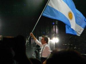 Paul уже за своего среди латиносов.Любят его там,наверное даже больше чем в Европе...