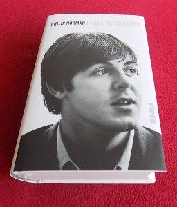 Philip Norman. Paul McCartney, 2017 г, 975 стр, тв. обл, 57 цв, ч/б фото, на нем. яз.