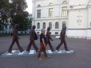 Рядом пройти..))