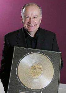 Огромная потеря. В Москве в возрасте 72 лет скончался известный композитор, народный артист России Павел Слободкин.