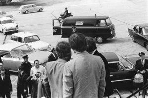 13 августа 1965 - Битлз прилетели в аэропорт имени Джона Кеннеди Нью Йорка