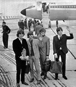 13 августа 1965 - Битлз прилетели в аэропорт имени Джона Кеннеди Нью Йорка.
