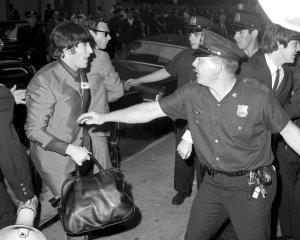 13 августа 1965 Битлз прибыли в отель Warwick