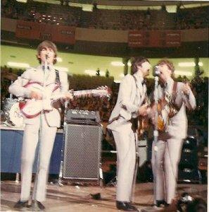 The Beatles исполняет 'If I Needed Someone' , Olympia Stadium , Детройт , 13/08/1966