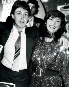 Пол с американской актрисой Викторией Принсипал